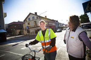 Gatu- och parkchef Emma Nordebo Snygg.  Säger att det blir nya askkoppar i Ljusdal. Men att man helst hade sluppit.