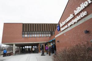 1965 fick Eva Grelsson, då tio år, åka buss själv till biblioteket för första gången.