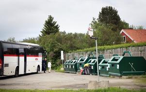 Så här kommer det att vara i Hede. Åtminstone under sommaren där resenärerna får samsas med folk som lämnar/hämtar prylar på återvinningstationen.