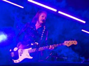 Sandra Hinrichsen och Wrong Channel bjöd på skitig punkpop.