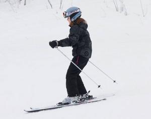 13-åriga Hanna Olsson var en av rätt många skollediga elever som var ute i slalombacken i torsdags.
