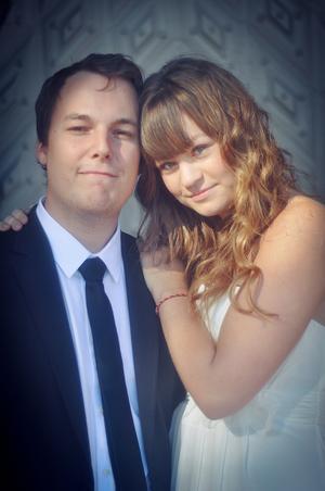 Nygifta. Emma Kujansuu flyttade från Tierp till Stockholm när blev myndig. Nu är hon också nygift med Joachim Persson.