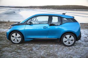 Med nya BMW i3 tar BMW upp kampen med Tesla om räckvidd.