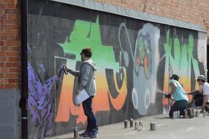 Under onsdagen invigdes graffitiväggen med livemålning av Bbop, Gouge och Robert.