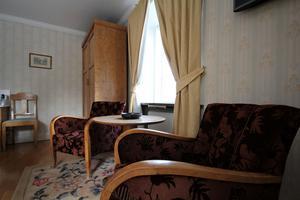Jugend är den stil Wenche gillar allra mest. Nu domineras hennes hem av andra epoker, men i det här hotellrummet har stilen hittat in.