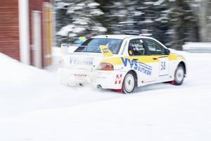 Årets SM-rally var en härlig blandning av olika vägavsnitt och diverse skiftande miljöer i typisk jämtländsk stil . Is, trånga passager, en superspecial i Östersund, långa och svepande raksträckor, med mera.