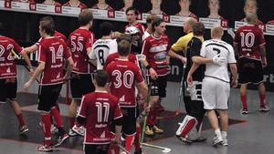 Det blev lite upprörda känslor efter slutsignalen i matchen mellan Kais Mora och Järfälla. Men det lugnade ner sig så småningom.