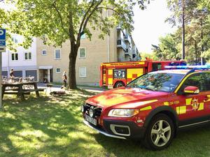 På torsdagsmorgonen ryckte flertalet räddningsstyrkor ut till Regementsgatan där det hade börjat brinna i en lägenhet.