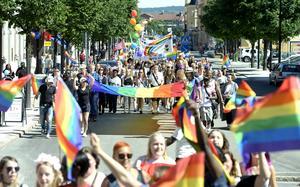 Prideparaden gick från hamnen genom Stenstan och tillbaka igen.