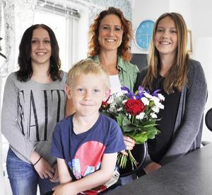 Mamma Linda Eliesersson vill ge sina tonårstjejer LT-buketten då de passade lillebror Olle en helg när mormor fick förhinder.