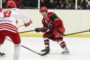 Mats Lindblom tar sig fram mot mål.