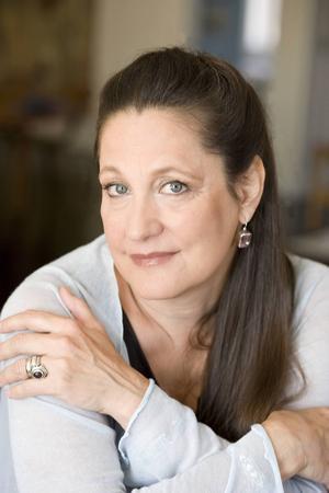 Jayne Anne Phillips kokar ned verkligheten till en rysligt bra roman.   Foto: Elena Seibert