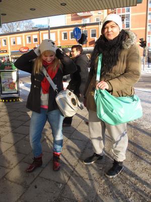 På väg till gymmet. Erika Hansson och Mimmi Hedlund.