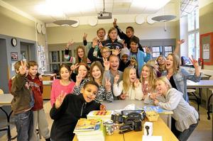 Stolta. De rådde en uppslupen stämning i klass 5A på Järntorgsskolan när de fick berätta om sin prestation i uttagningen till Vi i femman.Foto: Sofia Gustafsson