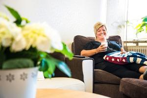 Marit Mykkälä i sin favoritfåtölj. I den kopplar hon av och känner sig trygg i.