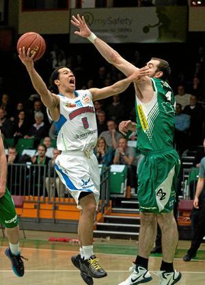 Johan Pierre, här till vänster, är högaktuell för spel i Eco Örebro.