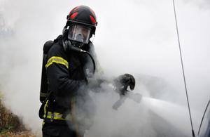 En bilbrand inträffade i Lingbo på söndagseftermiddagen.