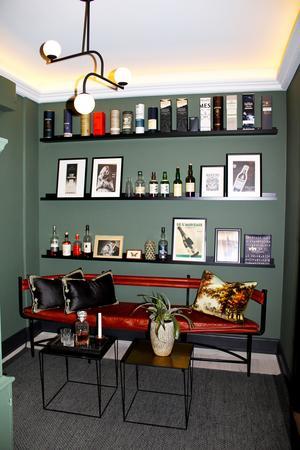 Whiskyrummet. Whisky är ett av Julias intressen och hon har jobbat på en whiskybar.