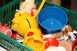 """På babylabbet är leksaker en viktig del av forskningen. """"Vi måste leka med barnen på ett strukturellt sätt för att ställa hypoteser mot varandra. Det kräver lekfullhet. Det är en spännande utmaning"""", säger forskaren Gustaf Gredebäck."""