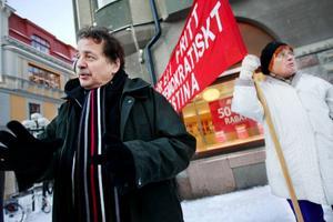 """""""Alliansen vill spara mer än vad vi tycker behövs. De vill skära mer  i budgeten"""", säger kommunalrådet Jens Nilsson, s.Foto: Ulrika Andersson"""