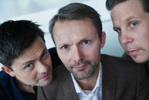 """Felix Herngren är programledare för nya säsongen av """"Vem kan slå Filip och Fredrik"""". I programmet kommer vi få se flera kända idrottsstjärnor. """"Det är skitkul att se 'Foppa' spela pingis i en lek-tv-kontext. Och Stefan Holm, det finns en 'Rainman'-koefficient över hans personlighet"""", säger Filip Hammar (till höger i bild).   Foto: Mikael Andersson/SCANPIX"""