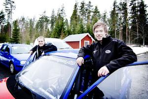 Bröderna Markus och Martin Jonsson från Alfta tävlar i helgen i Arvika när rallycross-SM avgörs.