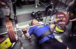 Göran Andersson pressade upp 220 kilo och visade att han är starkast i världen i bänkpress i sin åldersklass.