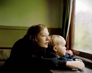 Relationen mellan mor och son står i centrum för den första spelfilmen om Astrid Lindgren. Alba August spelar unga Astrid och Marius Damslev spelar hennes son Lasse.