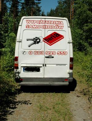 Tillhör biluthyrning. Bussen de två polackerna färdats i tillhör en polsk biluthyrning och de som hyrde den har uppgivit att de fått bussen stulen i Sverige.
