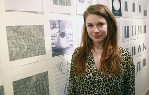 Karin Karlsson undersöker grundformer och visar både färdiga verk och skisser på Ahlbergshallen.