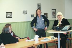 Anita Dorazio uppmanade åhörarna att bilda kommittéer och gå in i etikkommissionen. Göran Thybäck ansåg att ett nytt parti borde bildas, som tar asylrätt på allvar.