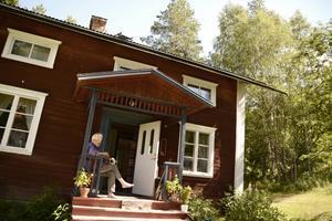 Kärleken förde skådespelaren Sven Wollter till Ragunda. Han och livskamraten Viveka Seldahl köpte huset i Bölestrand för 40 år sedan. Nu är det sonen Karl Seldahls, men hela familjen samlas här varje sommar.