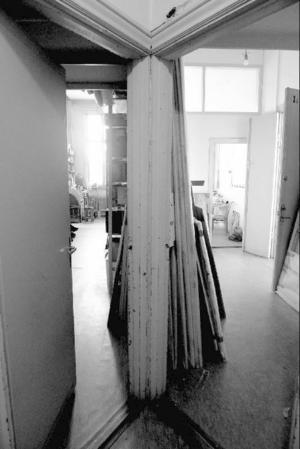 Gymnastikhallen i Årsta gamla skola delar Carl Johan De Geer och Marianne Lindberg De Geer med övriga konstnärer som har sina ateljéer där.Foto: Lina Josefina Lindqvist.