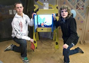 Filip Hennig och Malin Johansson är två elever på träningsskolan som har filmkunskap på schemat och som deltog vid invigningen av