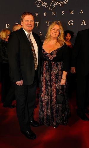 Ronnie Hellström, här med frun Anne-Marie på Idrottsgalan nyligen, har lagt målvaktstränarjobbet på hyllan. Nu jobbar han åt tyska byggvaruhuset Hornbach där han kan titulera sig som Expansionsansvarig.