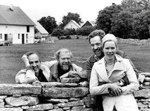 På Fårö gjorde Ingmar Bergman och hans medarbetare en rad av hans mest kända filmer. Här är han tillsammans med Sven Nyqvist, Erland Josephson och Liv Ullmann.