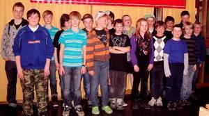 Flertalet av deltagarna vid länsfinalen i Schackfemman och Schacksexan.FOTO: BO WIK