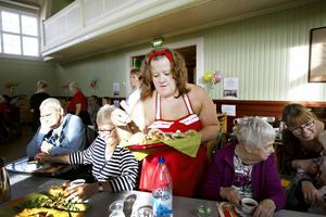 Annika Söderlund är en av sex inspiratörer som är anställd för att jobba fram nya arbetssätt inom äldreomsorgen.