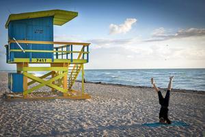 I Miami finns många sätt att komma i form på. Här soluppgångsyoga.