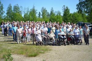 Det var många som kom till skolträffen i Holänna.