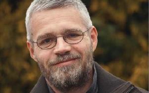 Kyrkoherde Jakobsson har initierat en utredning som kan komma att förändra arbetet i församlingen.FOTO: ARKIV