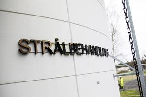 Den huvudsakliga onkologiska verksamheten ska naturligtvis ligga i Sundsvall, med möjlighet till strålning och läkarbesök. Men när det gäller övrig behandling, så vore det ju väldigt humant om patienterna, som har kortare resväg till de andra sjukhusen, skulle kunna få sina behandlingar där, skriver Pia Lundin.