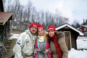 Morgan Alling, Hanna Elffors Elfström och Anja Lundqvist spelar pappa, storasyster och mamma till Sune som inte var på plats utan pluggade engelska verb.