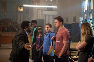 De inte helskarpa poliserna (Jonah Hill och Channing Tatum) får instruktioner om hur de ska infiltrera eleverna på en knarkdrabbad skola.Foto: Sony pictures