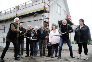 Styrelsen i Kilafors Biografförening tar äntligen det första spadtaget för utbyggnaden av Biografteatern i Kilafors. Fyra miljoner kronor beräknas utbyggnaden kosta.