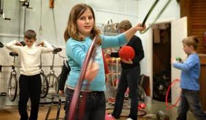 Full cirkus hos cirkusen. Som synes var det många verksamheter igång under de timmar sportlovslediga Ludvikaelever kunde bekanta sig med verksamheten hos minicirkusen.