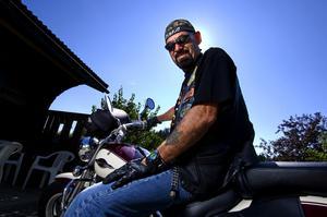 Hojen kvar. Hemma i USA har Sören två motorcyklar men ingen av de har han med sig till Sverige. Istället har han fått låna en av en kompis i Borlänge. Foto:Janne Eriksson