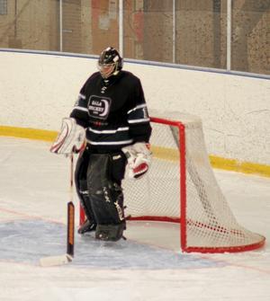 Sala Hockeys Jonathan Zachrisson hade, previs som hela laget, en jobbig kväll i Hallstahammar och byttes ut vid 0-5-underläge. Foto: Niclas Bergwall