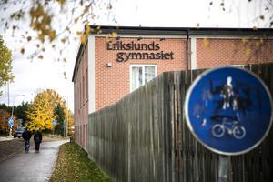 Man har även kallat in väktare till Hushagsgymnasiet och Hagagymnasiet.