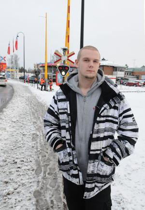 Linus Broström trodde han förstört bommarna, men uppenbarligen hade någon vandaliserat dem tidigare på nyårsnatten.